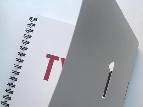Typo 1. Buchstabe – Wort – Satz – Bewegung